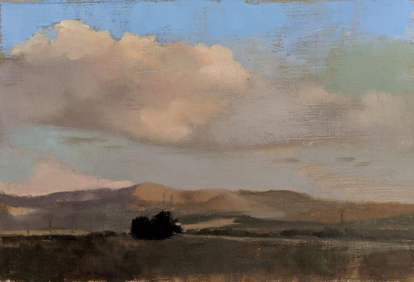 פסי רכבת וענן ליד גבע