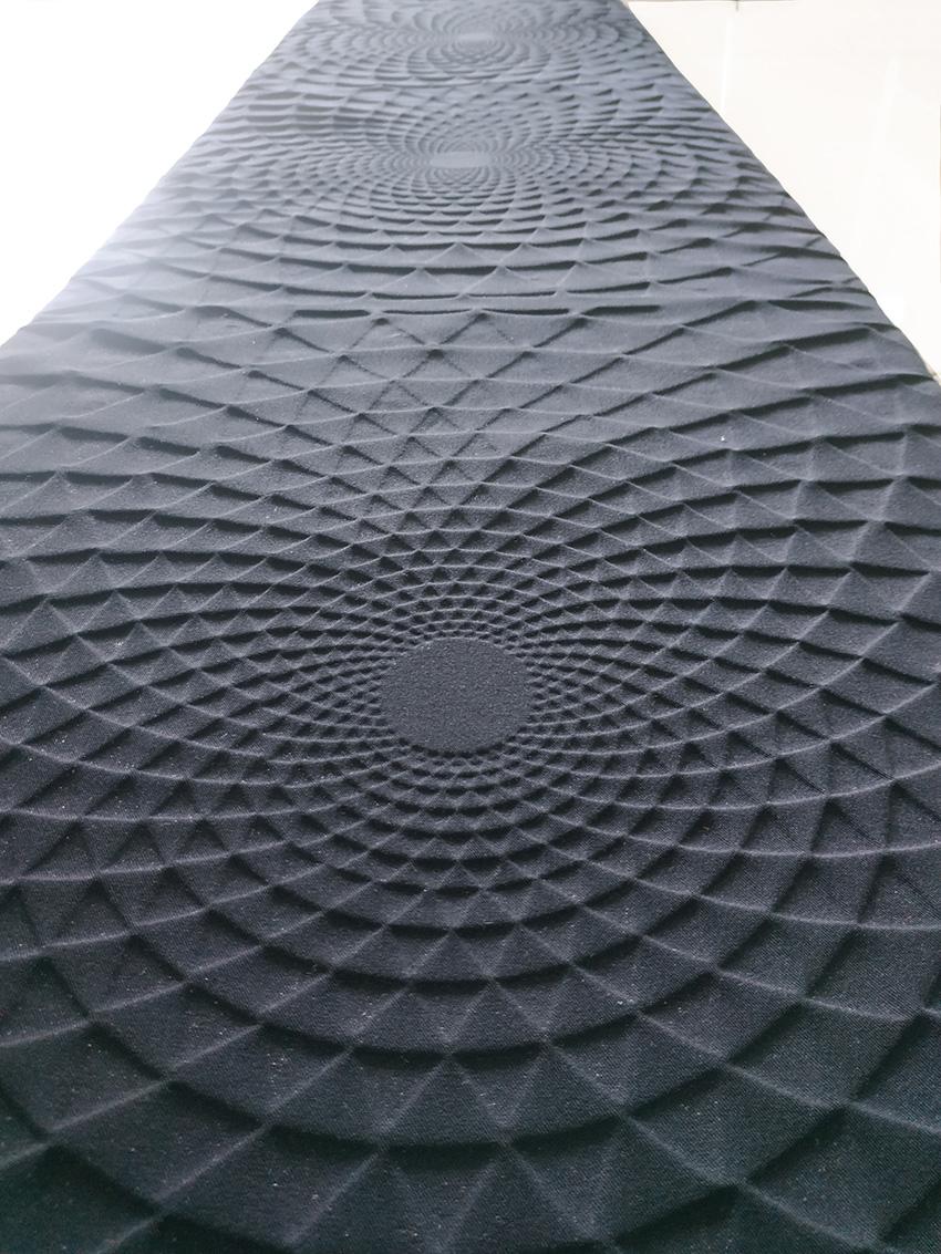פאנל קיר שחור