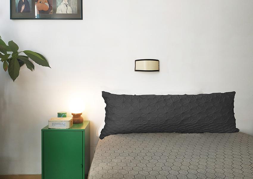 כרית גב למיטה שחור – XL